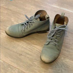 Blue/gray vintage looking booties